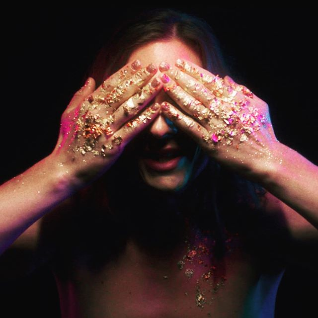 After shooting this video we had glitter in every corner of our bodies for around a week. Totally worth it! ✨ Fyi: did you know all the #glitter we used for our new video is biodegradable? Shining without harming the environment = huge YES! 🤩