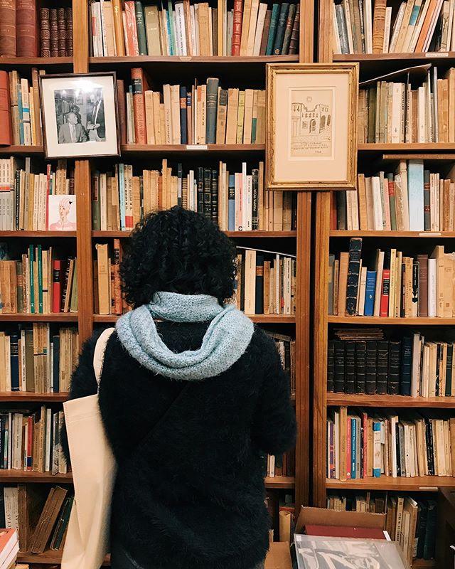 Quem tá acompanhando os Stories sabe que chegamos em Buenos Aires e já começamos uma peregrinação pelas livrarias. E são muitas! Não consigo parar em todas, lógico, mas separei algumas das mais legais no destaque que deixei no perfil, é só ir lá (bsas: livrarias) e anotar as dicas pra próxima viagem que fizerem para Buenos Aires. Estamos bem tranquilos em relação aos pontos turísticos — as livrarias e cafés nos interessam mais! ❤️