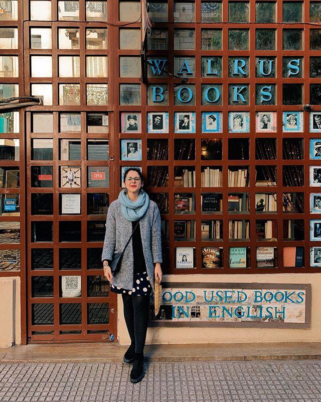 Hoje a gente se despede de Buenos Aires, que reservou tantas surpresas boas nessa viagem. Pegamos um barco em direção ao Uruguai buscando mais cantinhos deliciosos pra explorar. . As livrarias e cafés que fomos e adoramos estão nos destaques do perfil. Com destaque especial para a Walrus Books, que vende livros usados em inglês e me fez sentir em Londres por alguns momentos. ❤️
