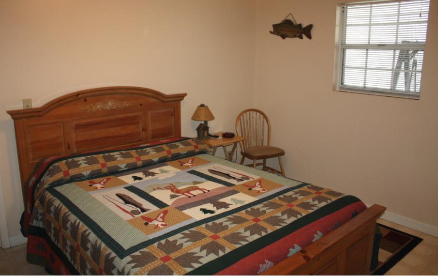 upstairs bedroom #1 w/queen bed