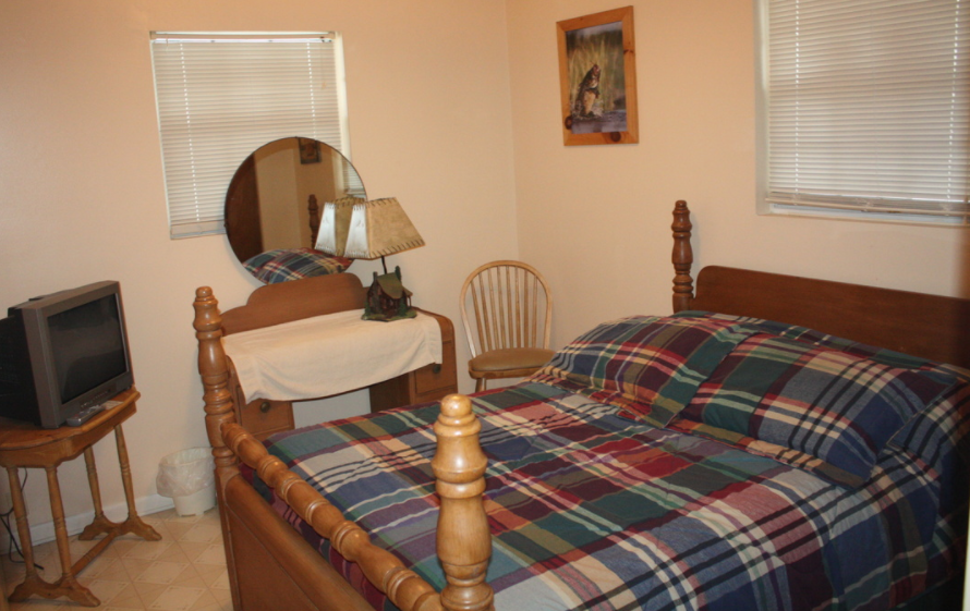 upstairs bedroom #2 w/full bed