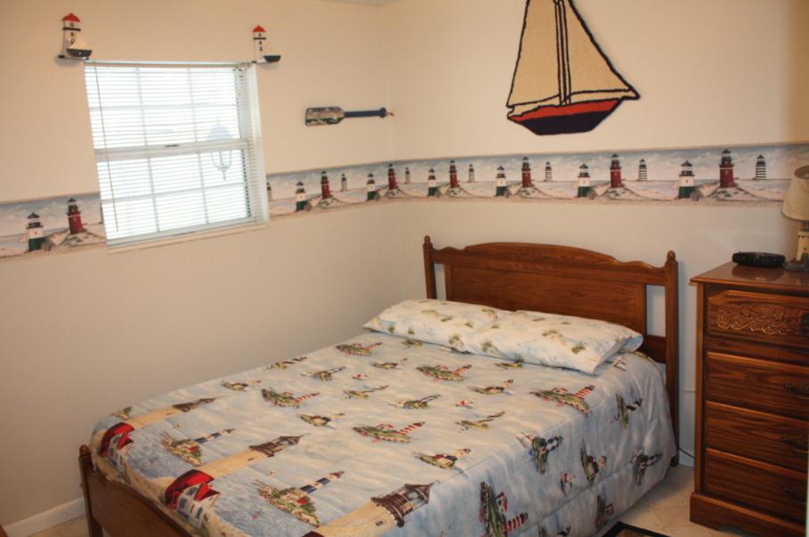 upstairs bedroom #3 w/queen bed