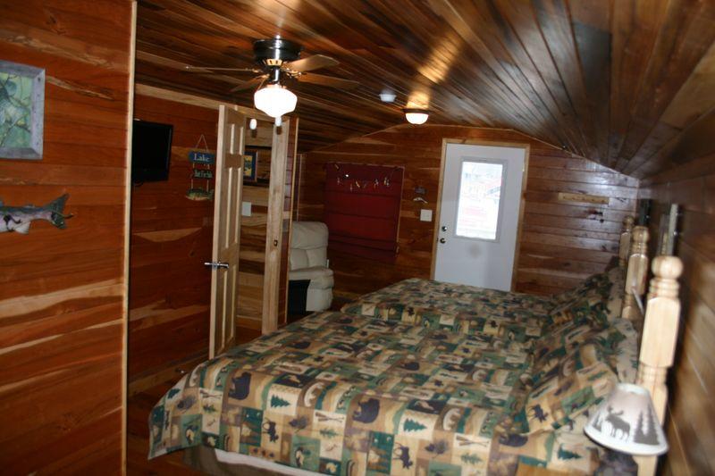 upstairs bedroom w/2 queen beds