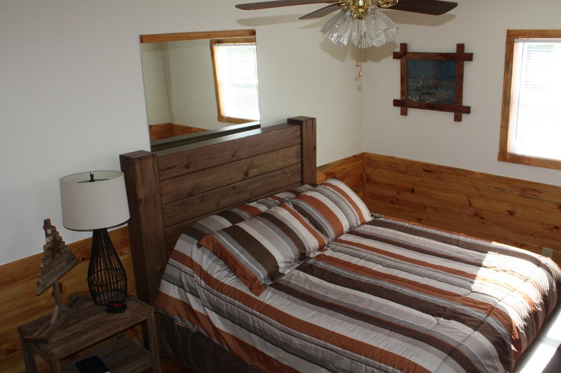 front bedroom w/queen bed