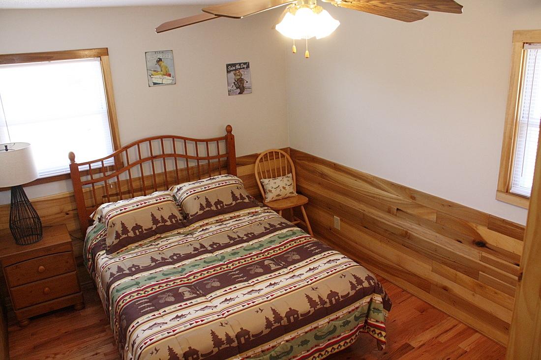 back bedroom w/queen bed