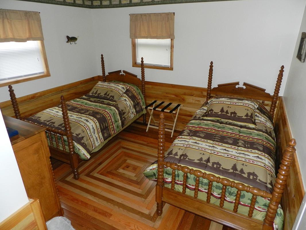 bedroom #3 w/twin beds