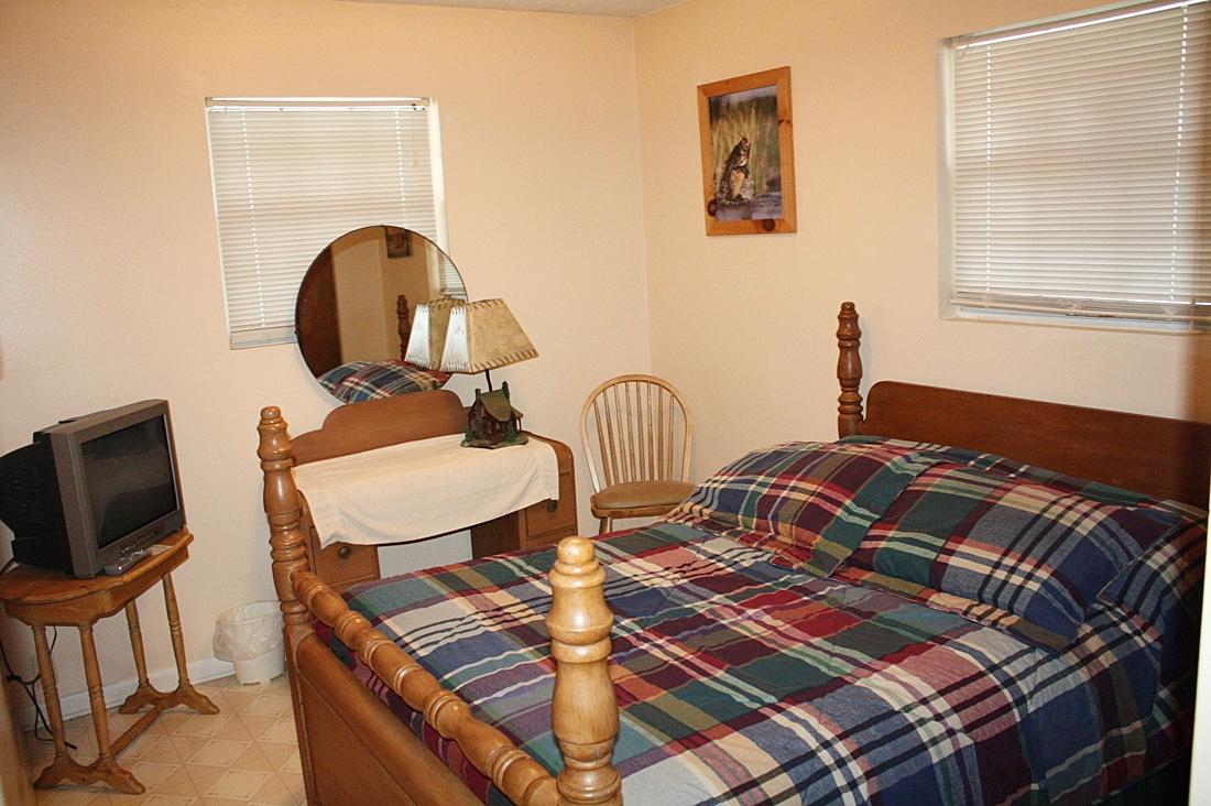 bedroom #2 w/full