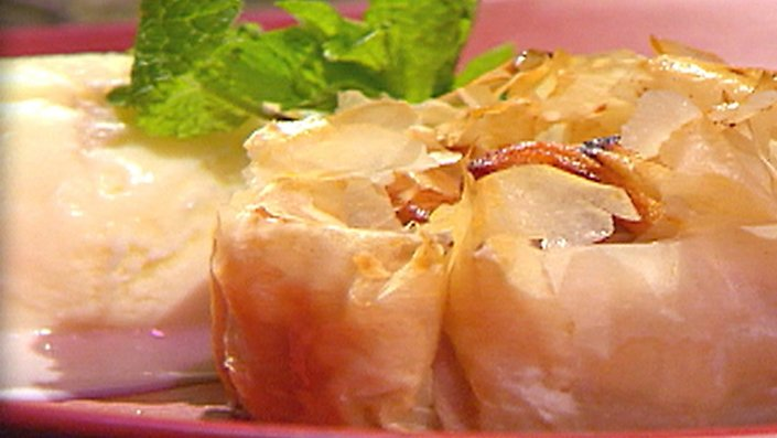 apricot-and-walnut-filo-cups.jpg
