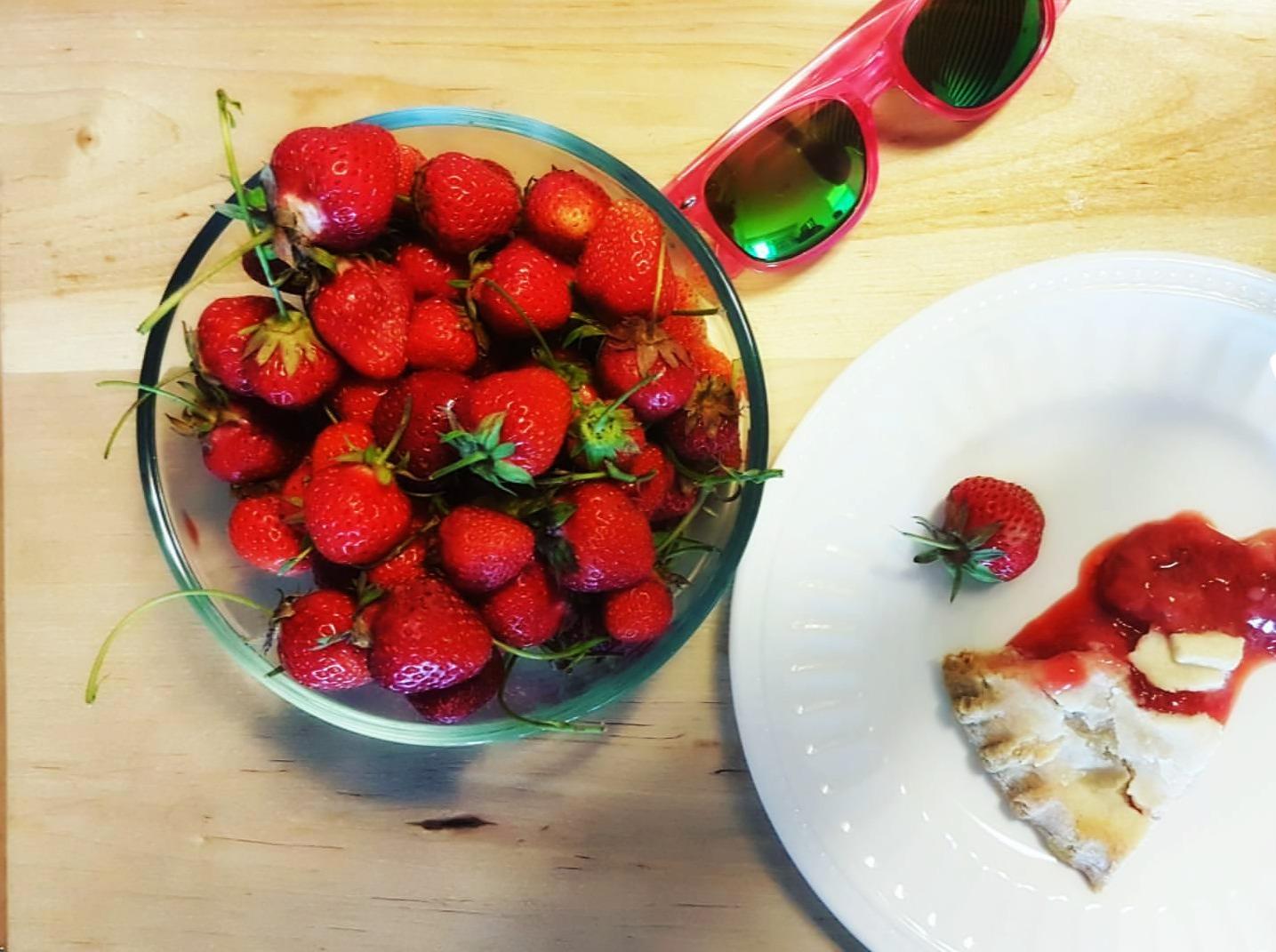 strawberry pie (1).jpg