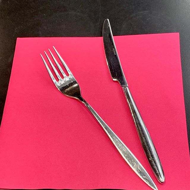 Let's face it....the French do everything just a little bit better. A hot pink paper napkin on a black cafe tabletop at the AIRPORT et voila, instant chic. #simplechic #nobodydoesitbetter #alittlestylegoesalongway #design #decorating #styling #tabletop