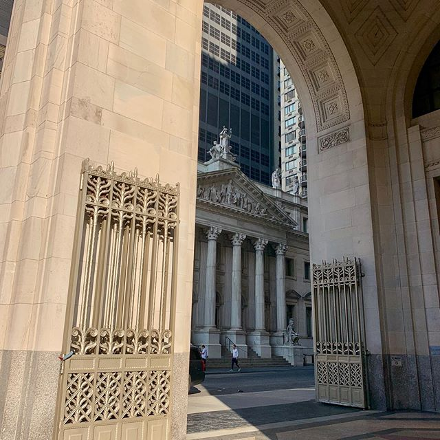 And now....a N.Y. moment. #architecturalwondersofnyc #latedaylight #grandeur #architecture #classicism