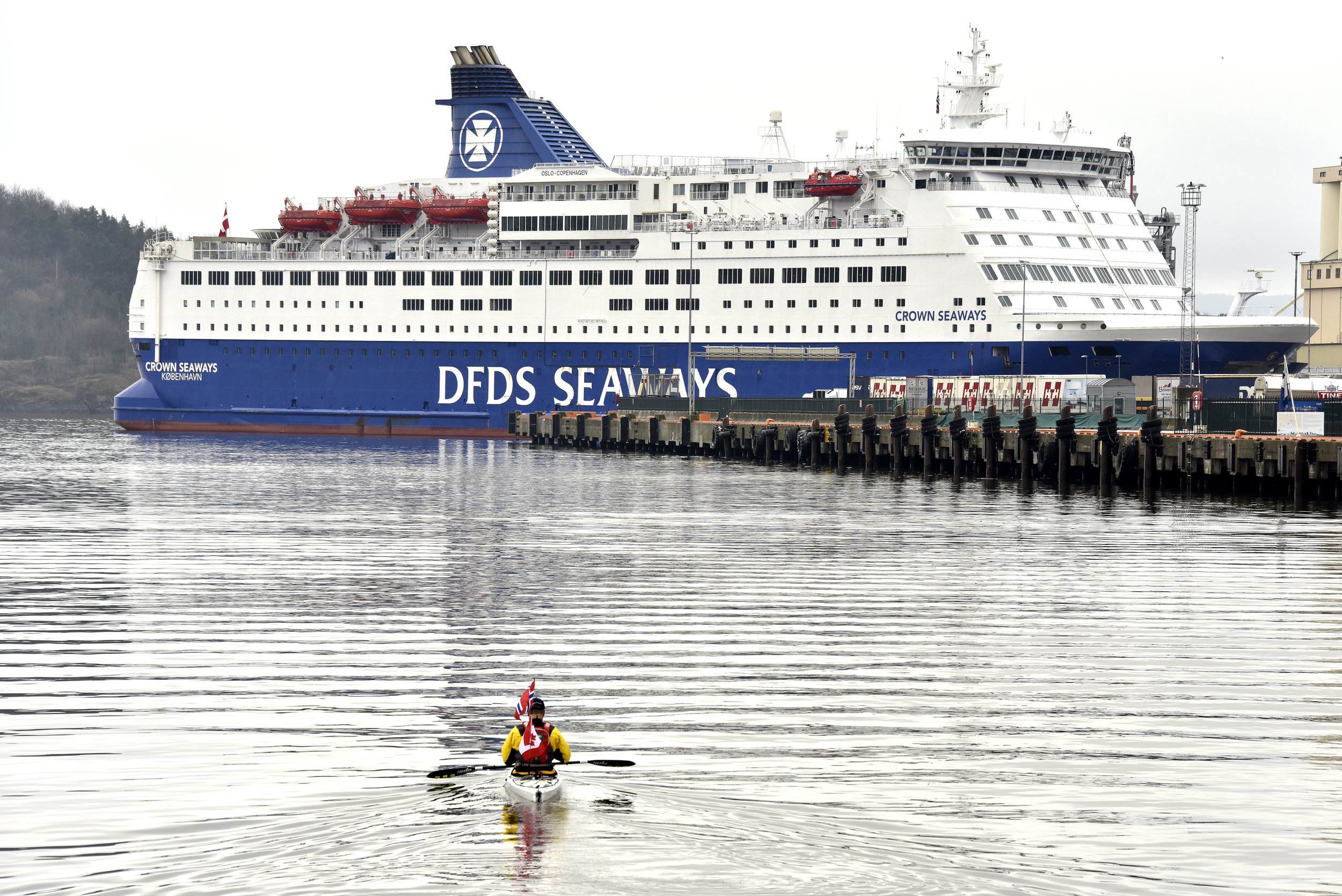 """Norwegian song that says """" Min båt er så liten og havet så stor"""" (my boat is so small and the ocean so large)"""