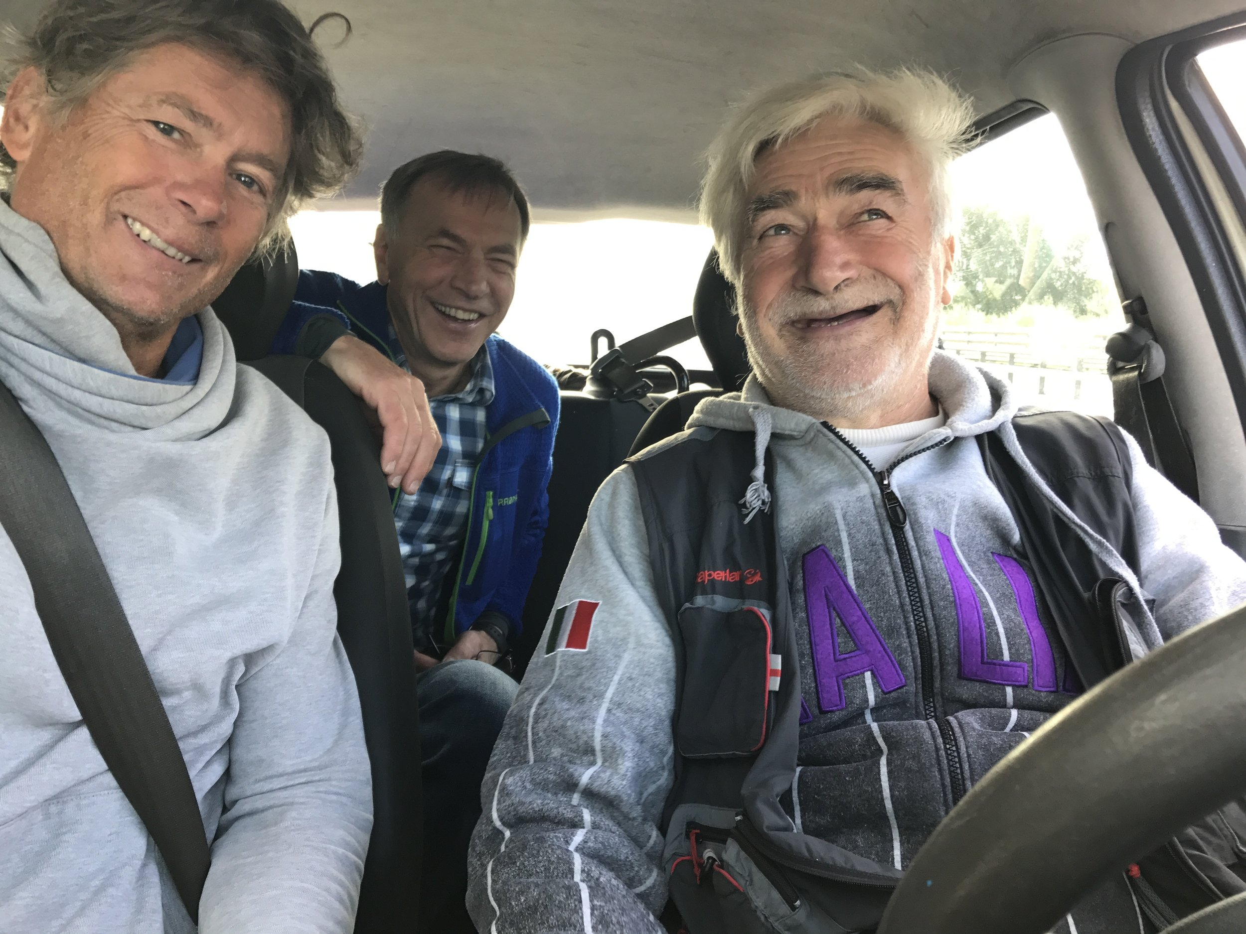 Tito was our silent hero. He picked us up and 09:00 and drove us to a factory. There we chose a kayak, paid and drove back to Venice.