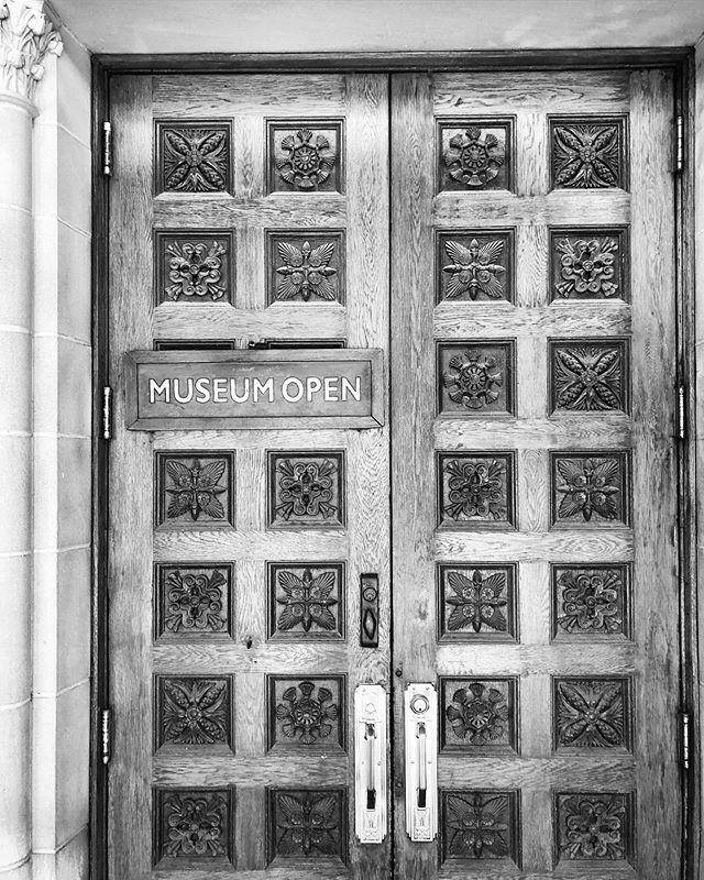 Beautiful hand carved doors greet you at the entrance of @theorientalinstitute 🚪🙌🏼 #oi100