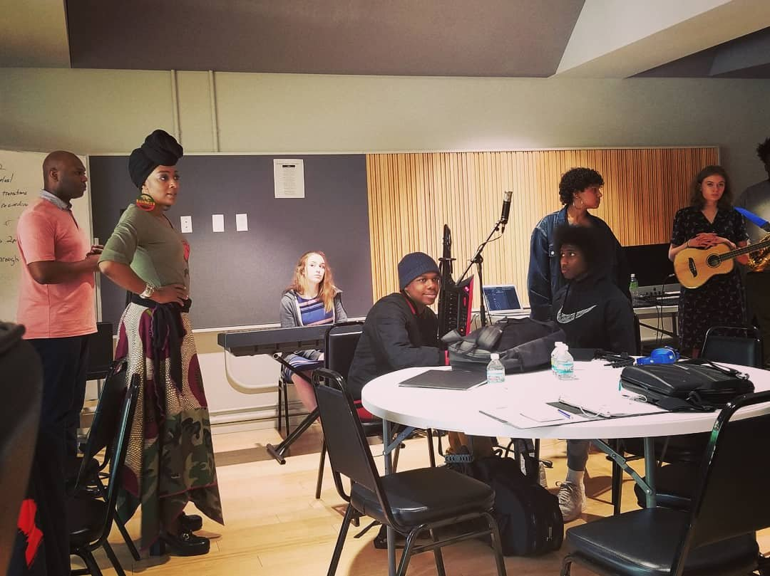 """With 'From The Lab,' artist Lamar Harris hopes to impact young St. Louis musicians - BY CHARLENE OLDHAM JULY 30, 2019 11:13 AMThe first of two five-week sessions is scheduled to start in September, and Harris is already accepting applications on his website. A lab is a place that provides an opportunity for experimentation, observation, or practice in a particular field of study. Artist and educator Lamar Harris was """"shocked and overwhelmed"""" by the talent local high school students have shown in The Lab that he created. (Click to continue)"""