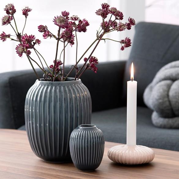 Die Einzigartige  Auch die Hammershøi stammt aus dem Hause Kähler. Dass sie liebevoll von Hand gefertigt wurde, sieht man ihr an.