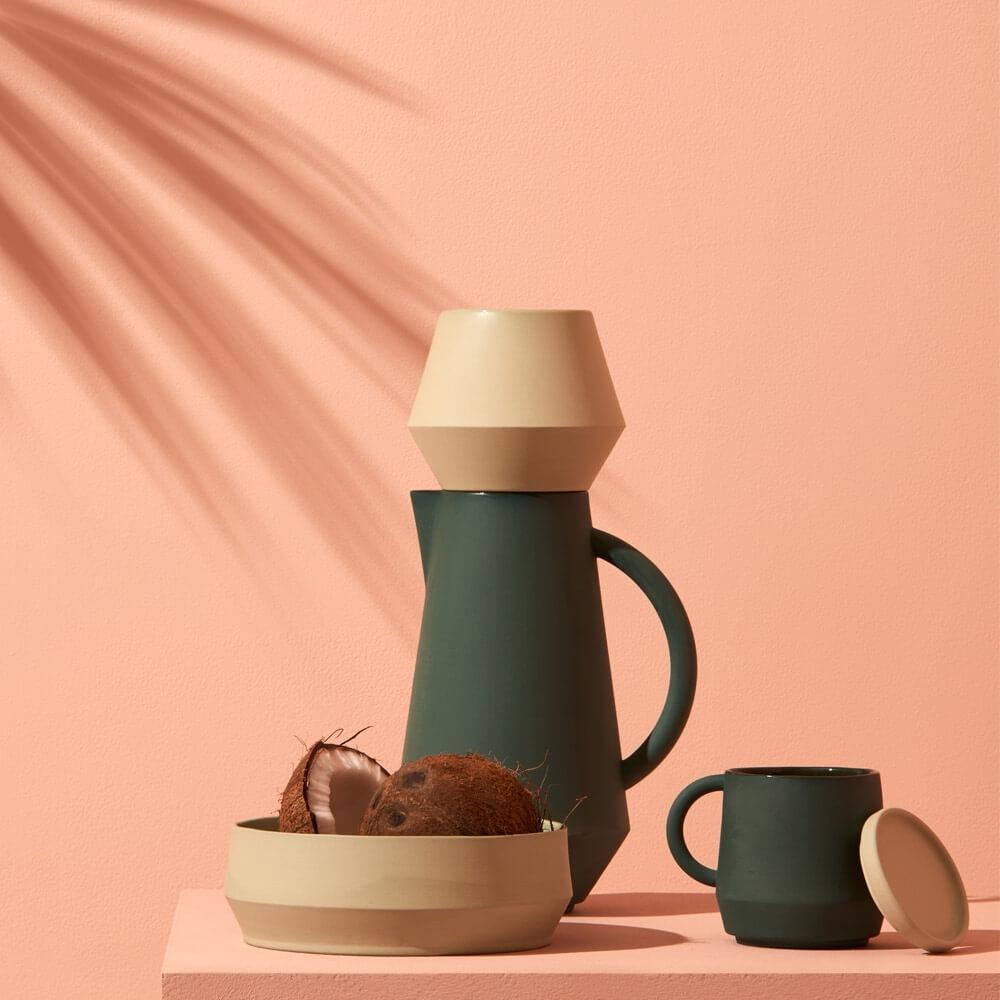 Das Label Schneid produziert handgemachte Keramik die begeistert. Mit einzigartigen Formen und Farben gestalten sie Designprodukte, die lange Freude bereiten.   erhältlich bei  Clomes  Preis Krug 165 CHF und Tasse 45 CHF.