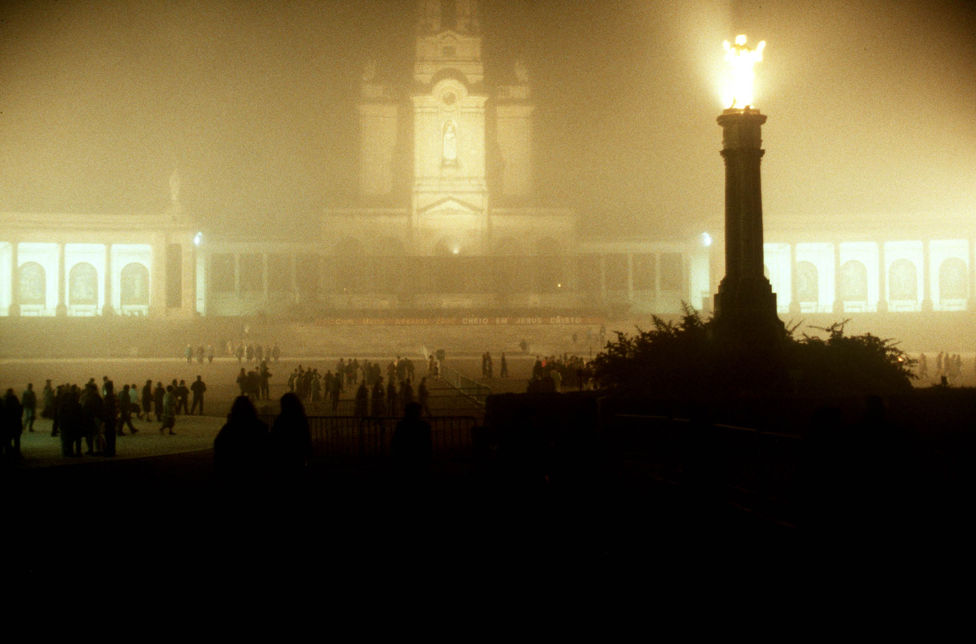 The miracle around the world: Fatima, fog reigns at the end of the mass.