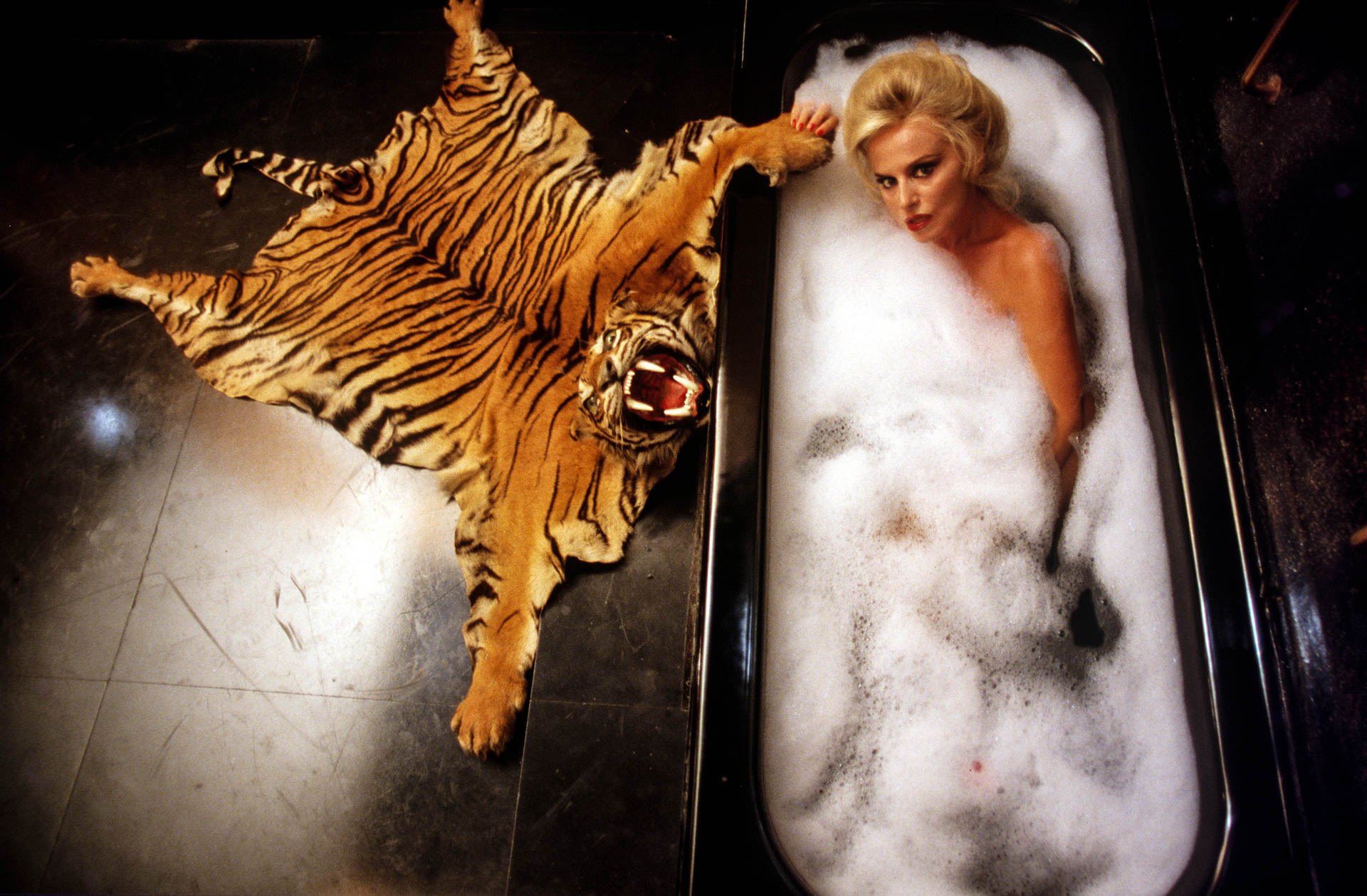 Rome, Italy - October 1987 Countess Donatella Pecci Blunt taking a bath in the bathroom of her private apartments, on the top floor of Palazzo Pecci.© GIANNI GIANSANTI