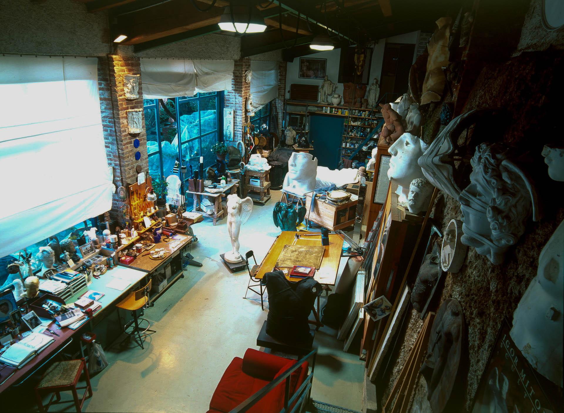 Pietrasanta, Italy - February 10, 2000Polish sculptor Igor Mitoraj.© GIANNI GIANSANTI