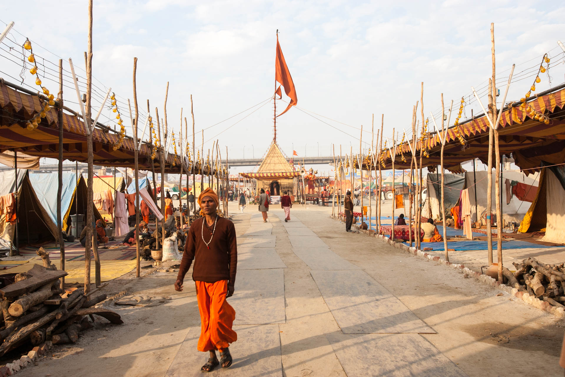 Allahbad, India - 14 January 2007At the confluence of the rivers Ganga, Yamuna and the invisible Sarasvati, Hindu pilgrims and Sadhu take bath in the sacred waters  on the occasion of Ard Kumbh Mela, every 6 years: Sadhu's camp.© GIANNI GIANSANTI