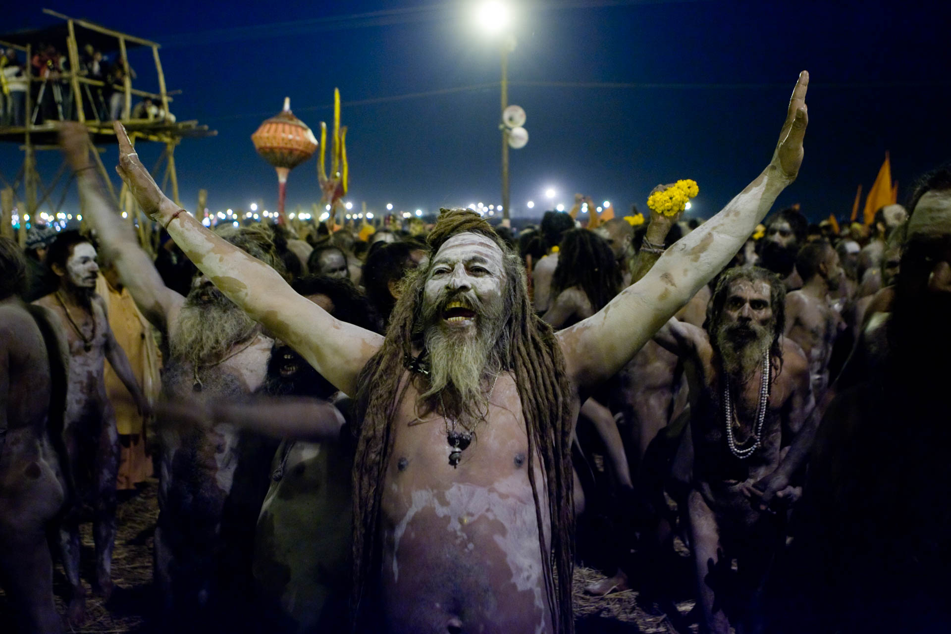 Allahbad, India - 19 January 2007At the confluence of the rivers Ganges, Yamuna and the invisible Sarasvati, Hindu pilgrims and Sadhu take bath in the sacred waters  on the occasion of Ard Kumbh Mela, every 6 years: the main bath day.© GIANNI GIANSANTI