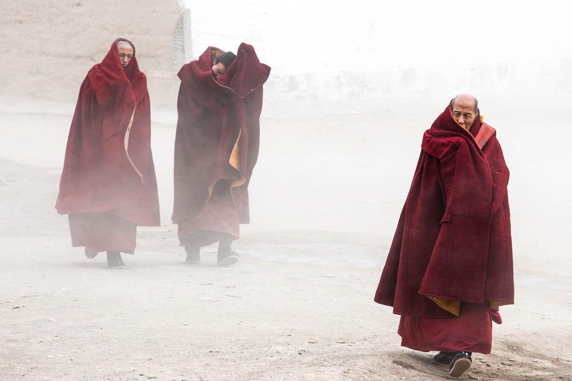 Xiahe, China - 9 February 2006Tibetan pilgrims in Labrang Monastery at Xiahè gather on the occasion of Monlam, religious festival of Tibetan Buddhism religion.© GIANNI GIANSANTI