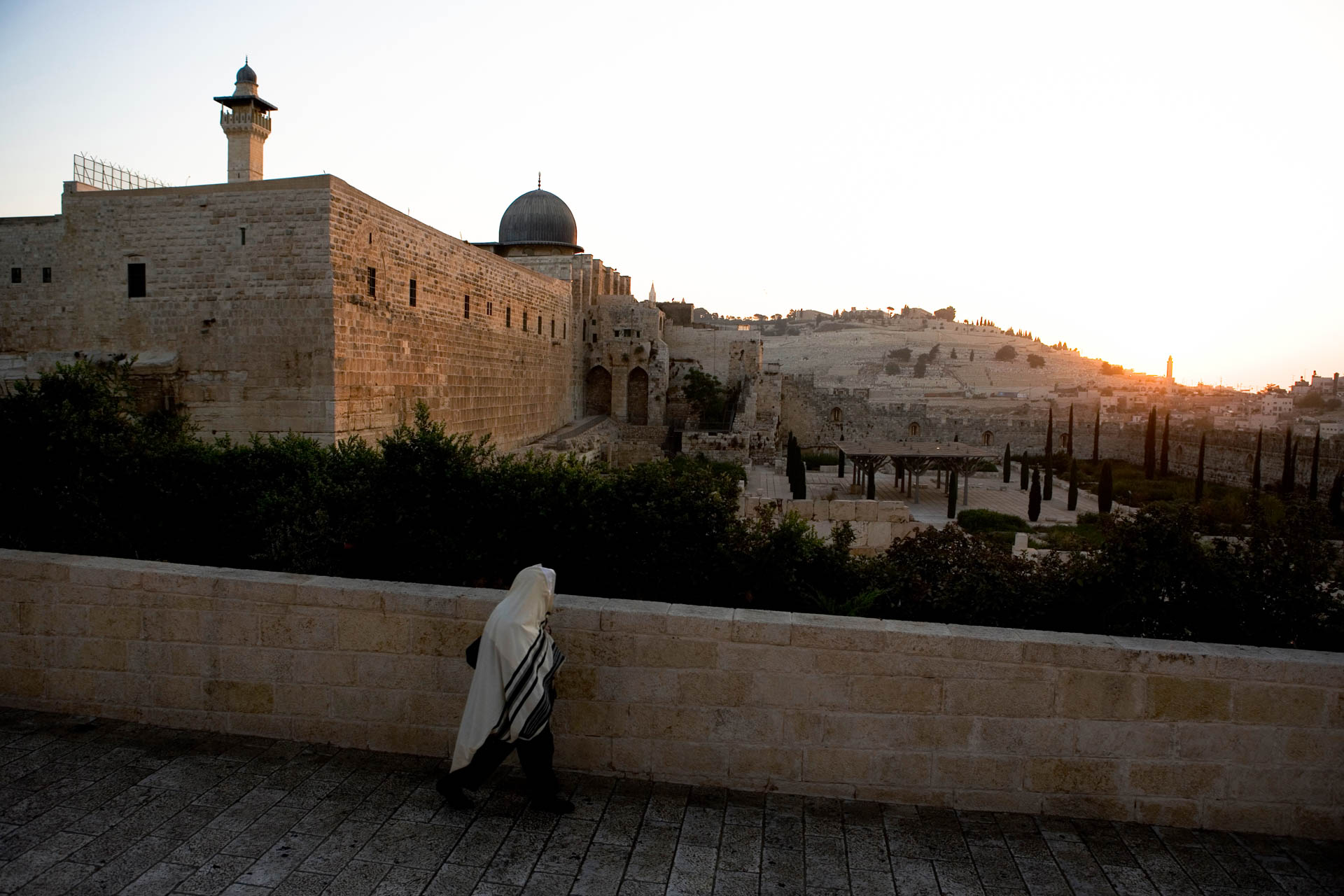 Jerusalem, Israel - 14 October 2005Sunrise on Jerusalem and the Dome of Rock seen from the Archaeological Garden.© GIANNI GIANSANTI