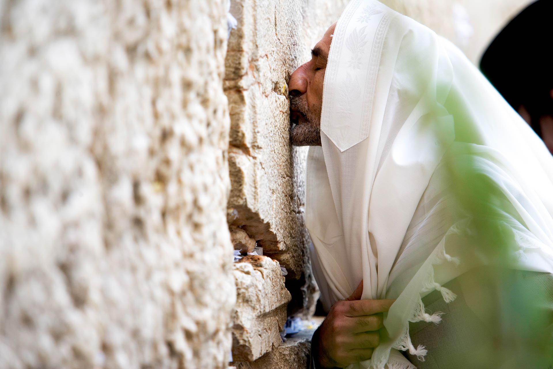Jerusalem, Israel - 19 October 2005Jewish people pray at the Western Wall the starting day of Sukkoth.© GIANNI GIANSANTI