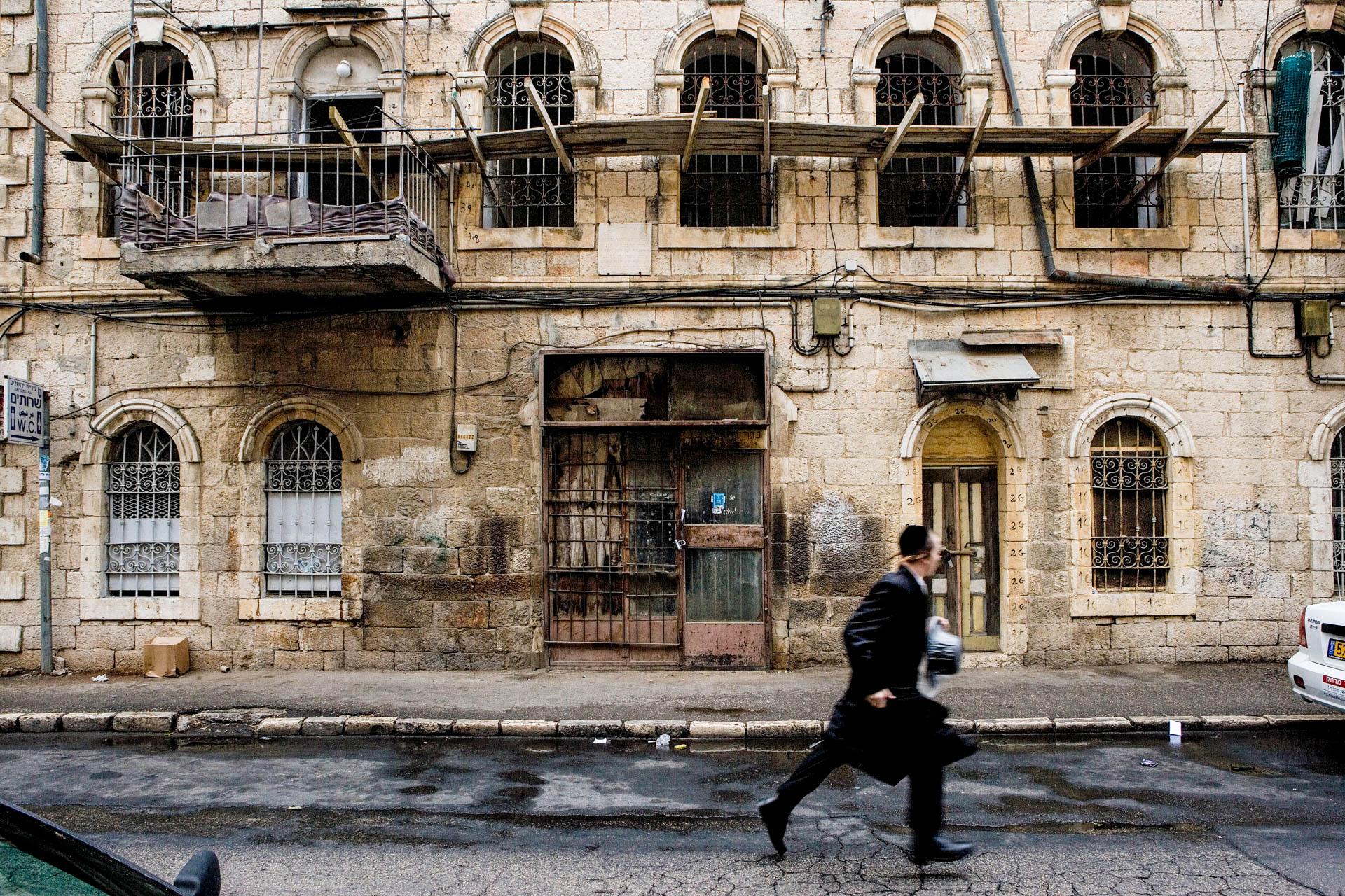 Jerusalem, Israel - 19 October 2005Daily life at Mea Sh'arim, the most orthodox quarter in Israel.© GIANNI GIANSANTI