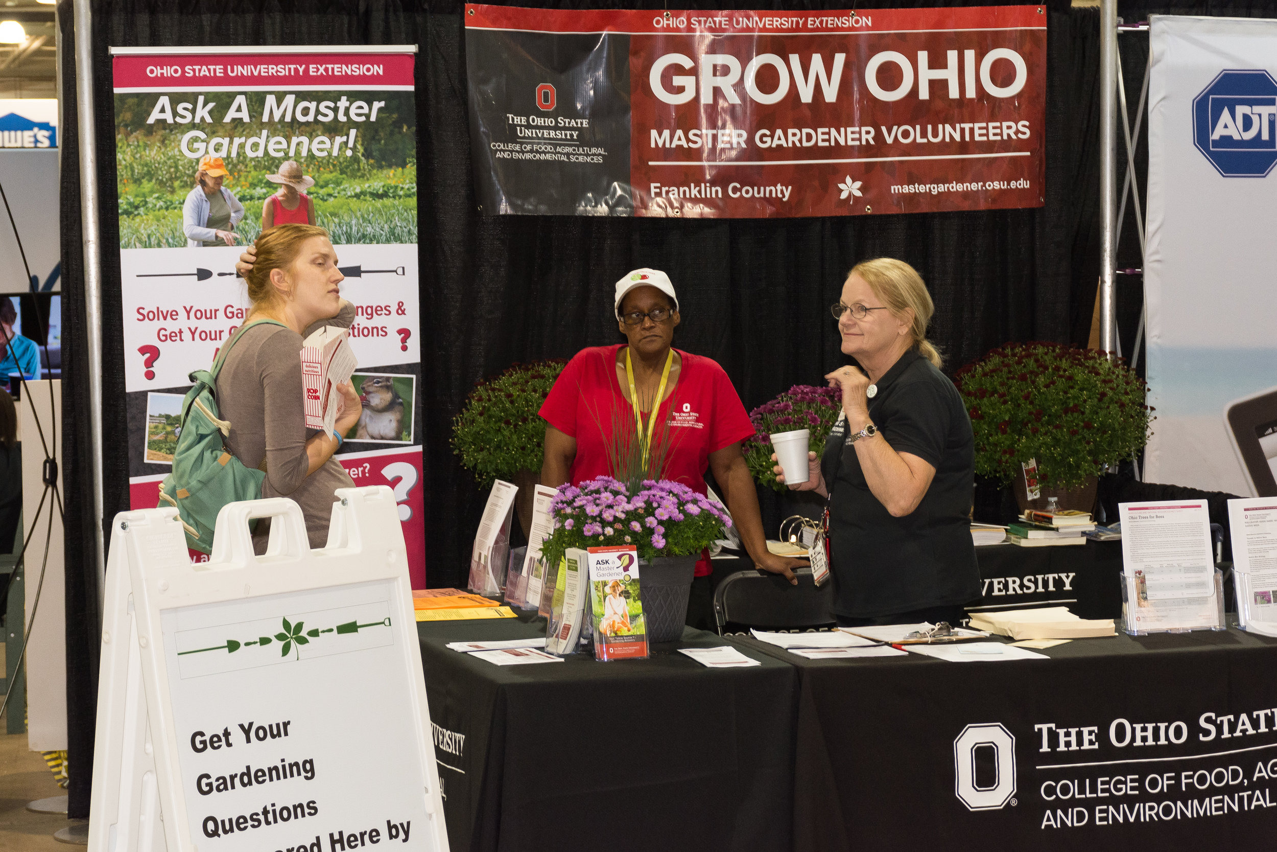 DSC_4676-master gardeners on hand to answer your toughest gardening questions.JPG
