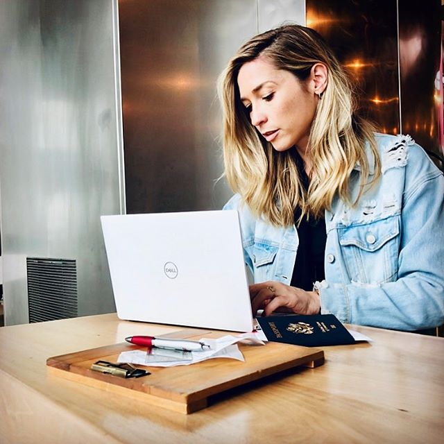 I travel mostly for work and that means I need to be able to work while I travel. #Ad It's not always easy, but I am lucky because today I am staying connected and collaborating while far from home. Thanks to my @AmericanExpressBusiness Platinum Card and the Shop Dell benefit, I get up to $200 in statement credits annually for U.S. purchases with @Dell. Terms apply. Link in bio to learn how. I'm taking full advantage! #AmexAmbassador #DellSmallBiz #amexbusiness