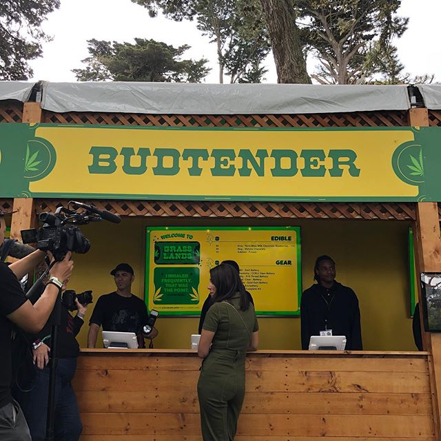 For the first time at @olgrasslands 😎🙌 • • • #Outsidelands #OLgrasslands #sanfransisco #cannibuscommunity #cannibusculture #cannabis #olgrasslands #sfbay #musicfestival #musicfest #weedmusic #fueledbythc #420culture  #weedcommunity #cannalove #cannagirls #cannawomen #weedandwomen #womenincannibus #womenofcannibus #cannibusinfluencer #bayarea #sf #california #welit