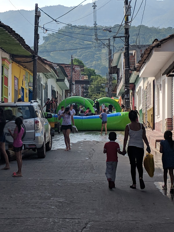 """""""Día Joven"""" (""""Youth Day"""") during the Water Parties in San Carlos, Antioquia."""