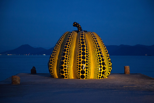 Pumpkin (1994) installed at the Benesse House Museum in Japan. Courtesy of Jean-Marie Hullot.