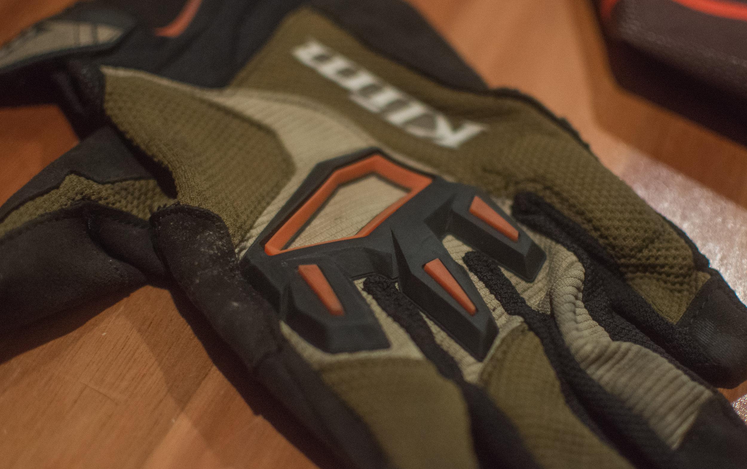Dakar Glove 2017