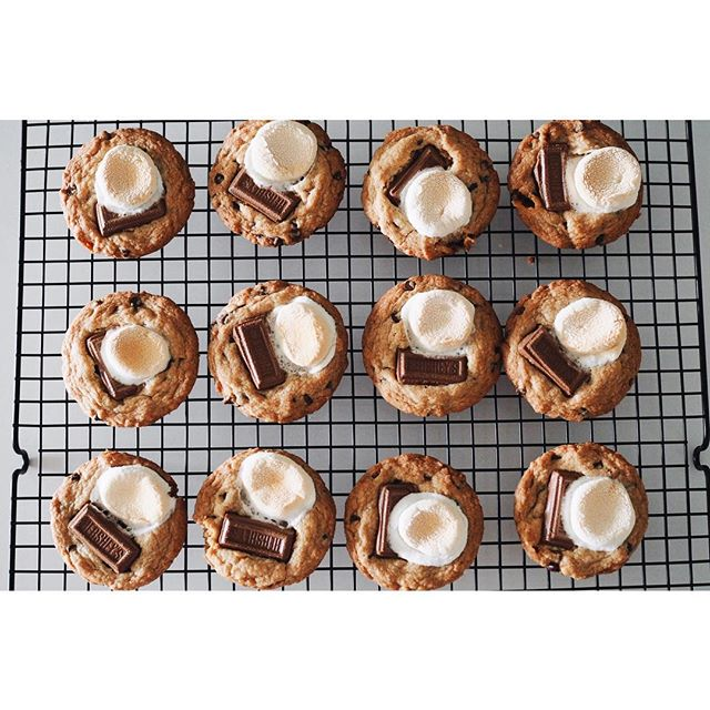 S'more weekend please !! . . . I spent the weekend in Harrow at a bachelorette celebrating my 👭@marsrae ! ! Can't wait for the 👰🏼🤵🏻! . Ps. These s'more cookies are by @cookiesandcups ; her cookie recipes are my favourite!
