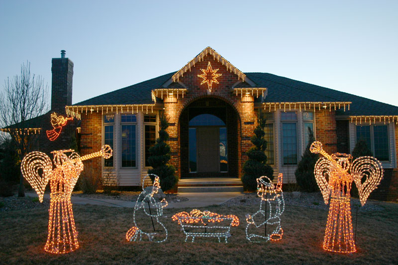 Holiday Lighting Service - If you want a picturesque lawn in your backyard or near the backdrop of your office, you need to acquire professional lawn care services with highly trained crews. Serving Chattanooga and Hamilton County