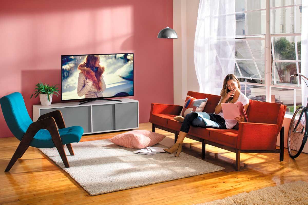 samsung-m5500-lifestyle-smart-tv.jpg