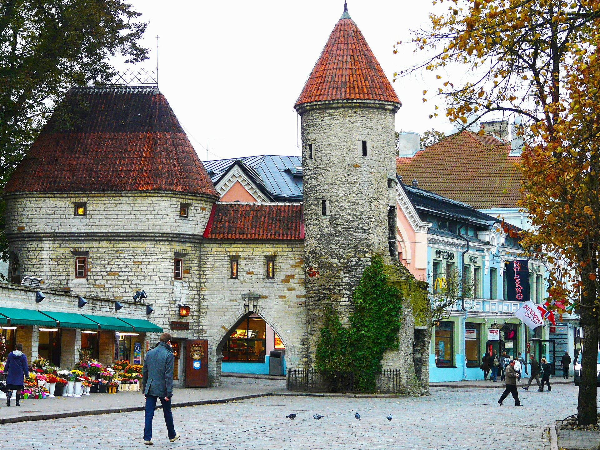 old-town-219158_1920.jpg
