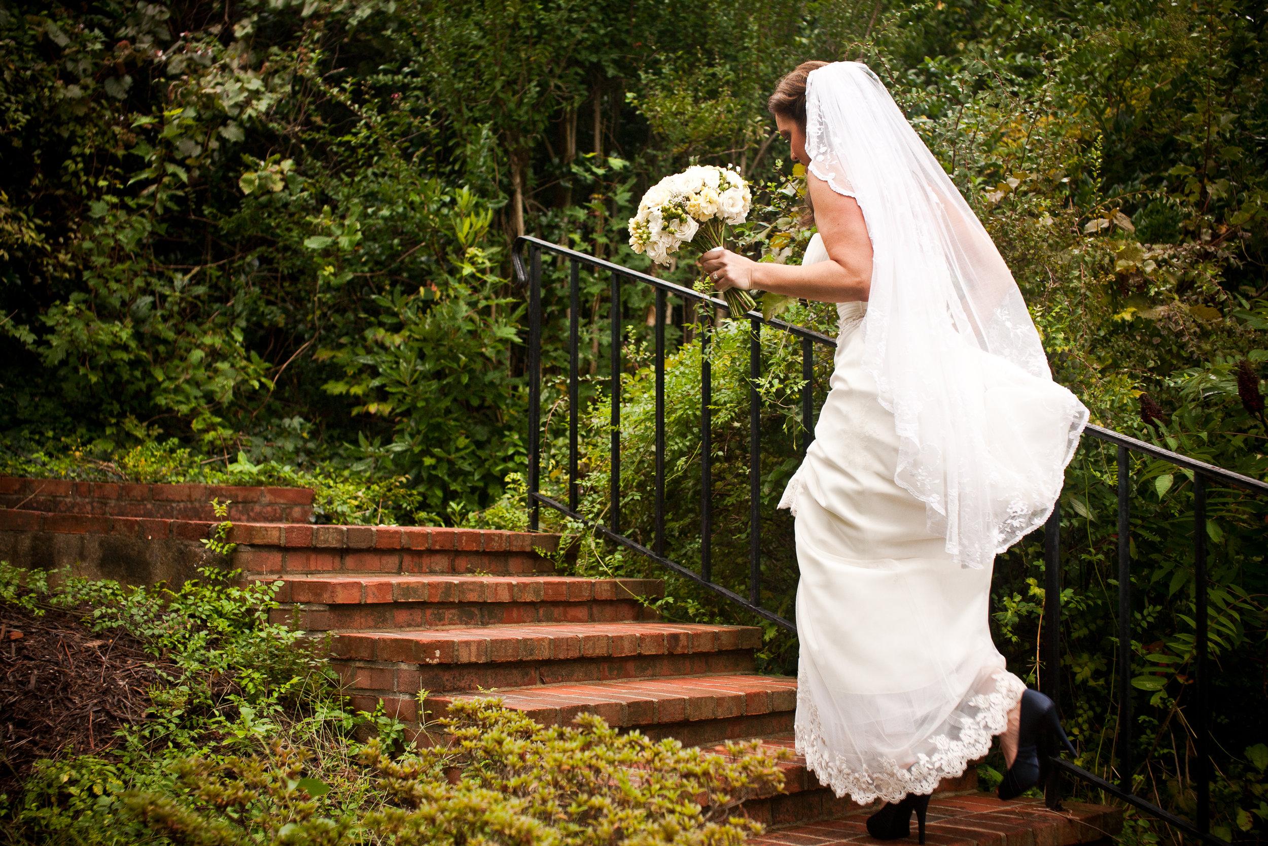 Bride-Stairs-Richmond-Virginia.jpg