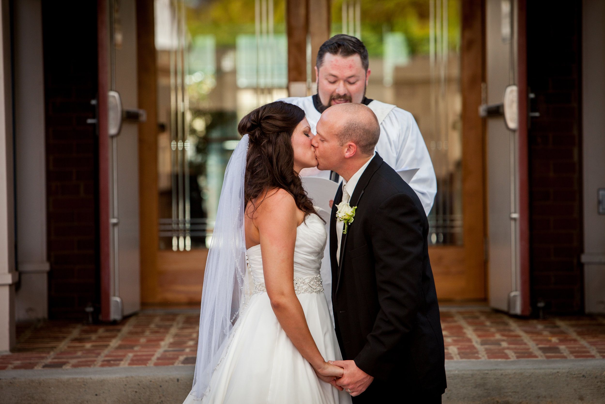 Ceremony-Kiss-Glen-Allen-Cultural-Center.jpg