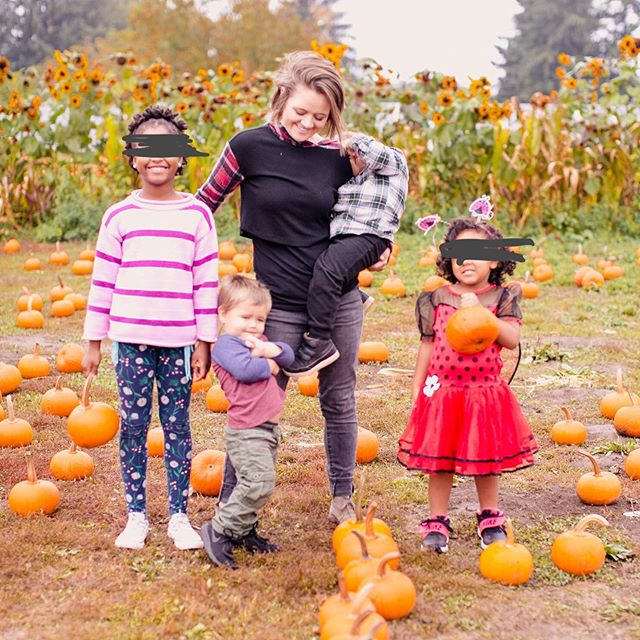 I didn't know a heart could experience so many blows as mine has and also be as full as mine is. They are my world and my heart overflows. Full hands, waaaaay fuller heart. •••••••••••••••••••••••••••••••••••••••••••••• #adventureswithsageandira #brennerbuds #thebrennersfoster #momoffour #pumpkinpatch #falladventures #fostercare #fostercareadventures #fullhandsfullheart