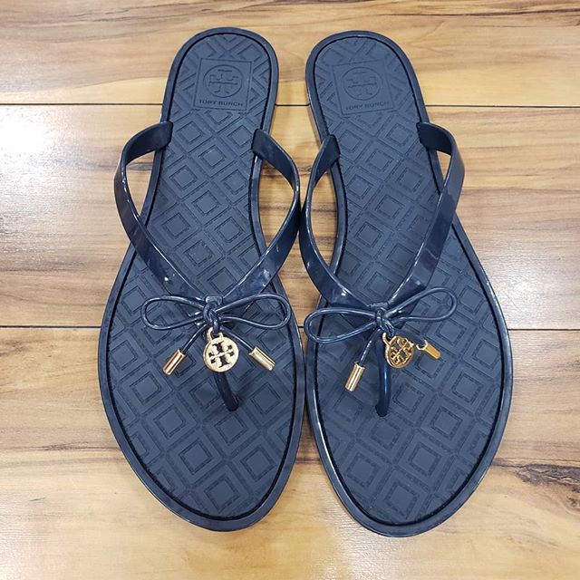 Tory Burch Flips!  Size 10!  Only $24! Excellent Condition!  Woohoo!  PERFECT timing for 4th of July!  SO cute!  #laurajeansconsignments #laurajeans #sarasotaresale #sarasotaconsignment #sarasota #sarasotafl #srq #siestakey #srqlocal #sale #toryburch