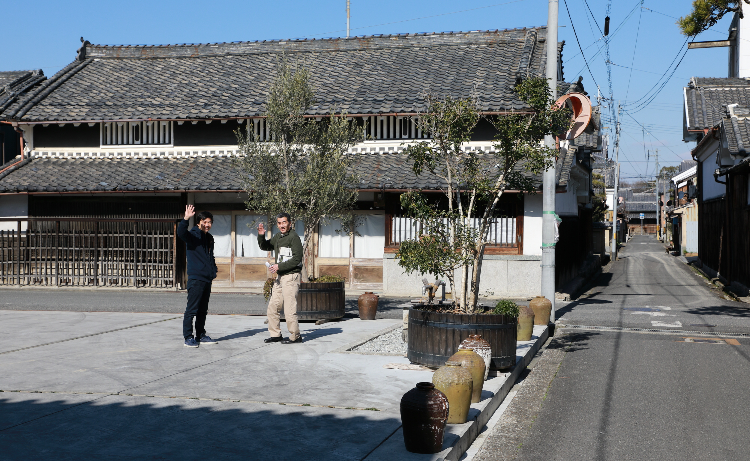 Many of Gose's buildings exhibit the handsome combination of black tiled roofs and stuccoed walls, white trim, and wooden doors and lattice that are characteristic of old merchant architecture in Nara prefecture.