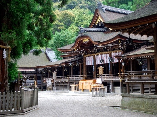 Located at the base of Mount Miwa where Emperor Jimmu and his followers settled in Nara prefecture, Omiwa Shrine is Japan's oldest Shinto shrine and also the patron shrine of sake brewers.