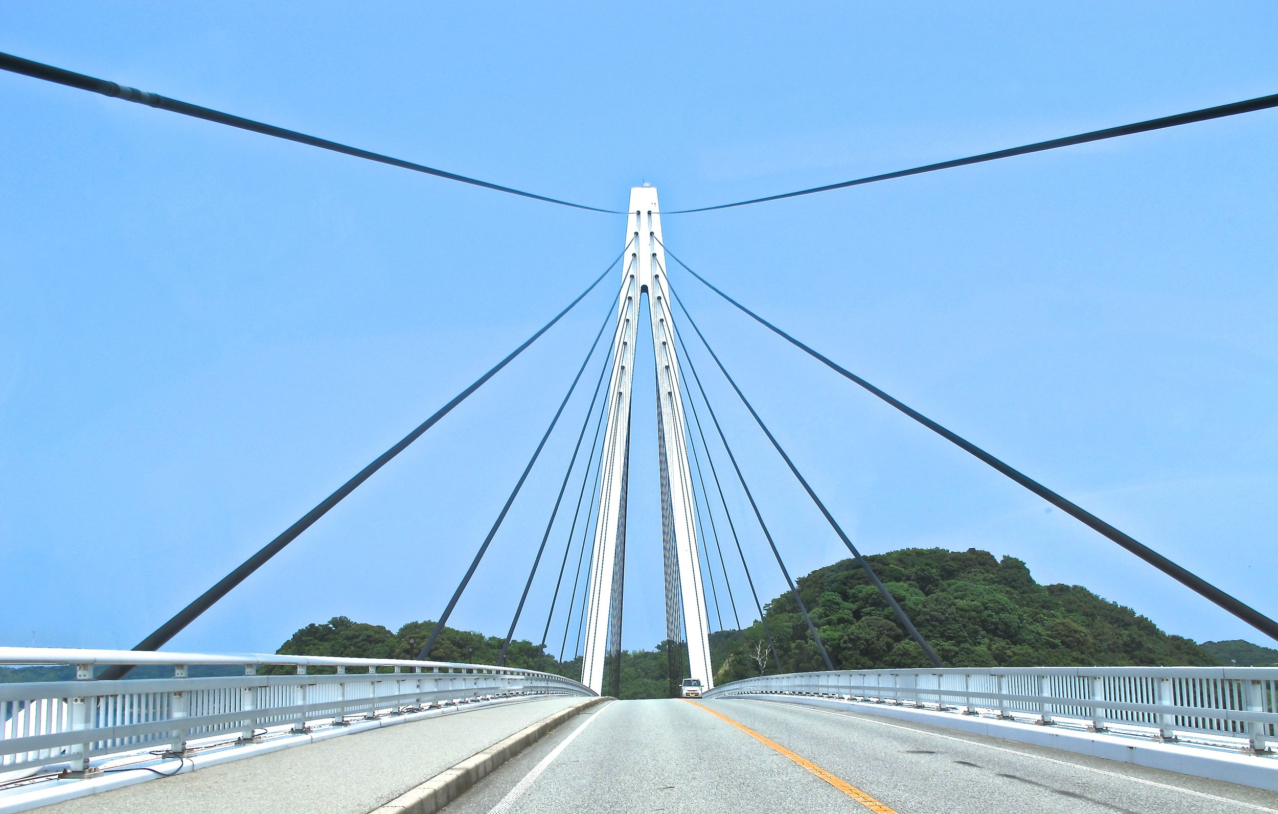 The Great Marine Bridge is a 305-meter-long suspension bridge that runs from Hamada's deep-water harbor to tiny Setogashima Island.