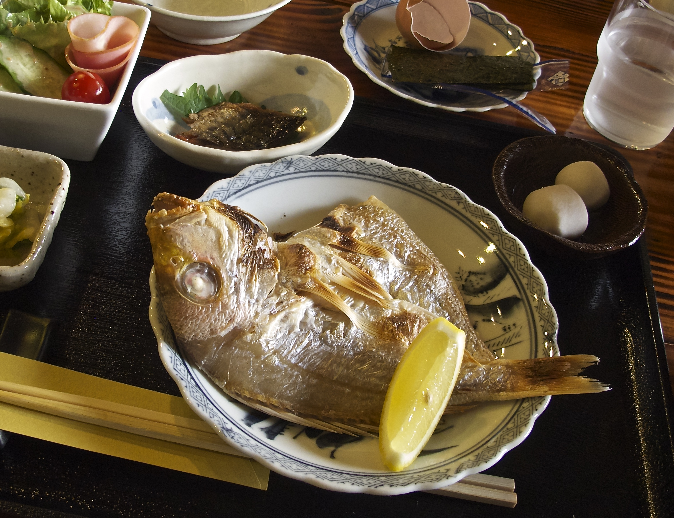 Breakfast at Kuraya is grilled seasonal fish along with a variety of other dishes.