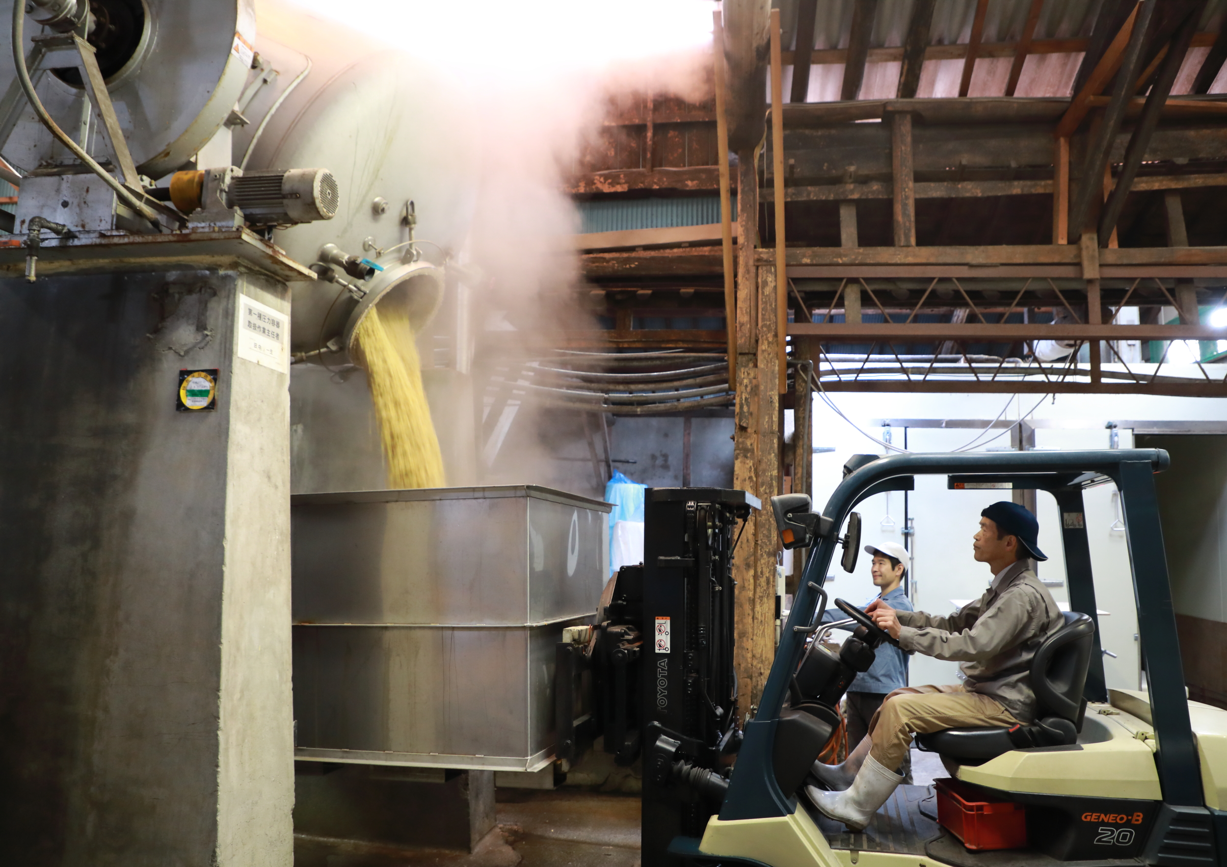 The soy sauce brewery is filled with an appetizingly rich, earthy aroma when Kazuo's brother-in-law Mr. Moriya and his son empty the steamer used to prepare the soy beans.