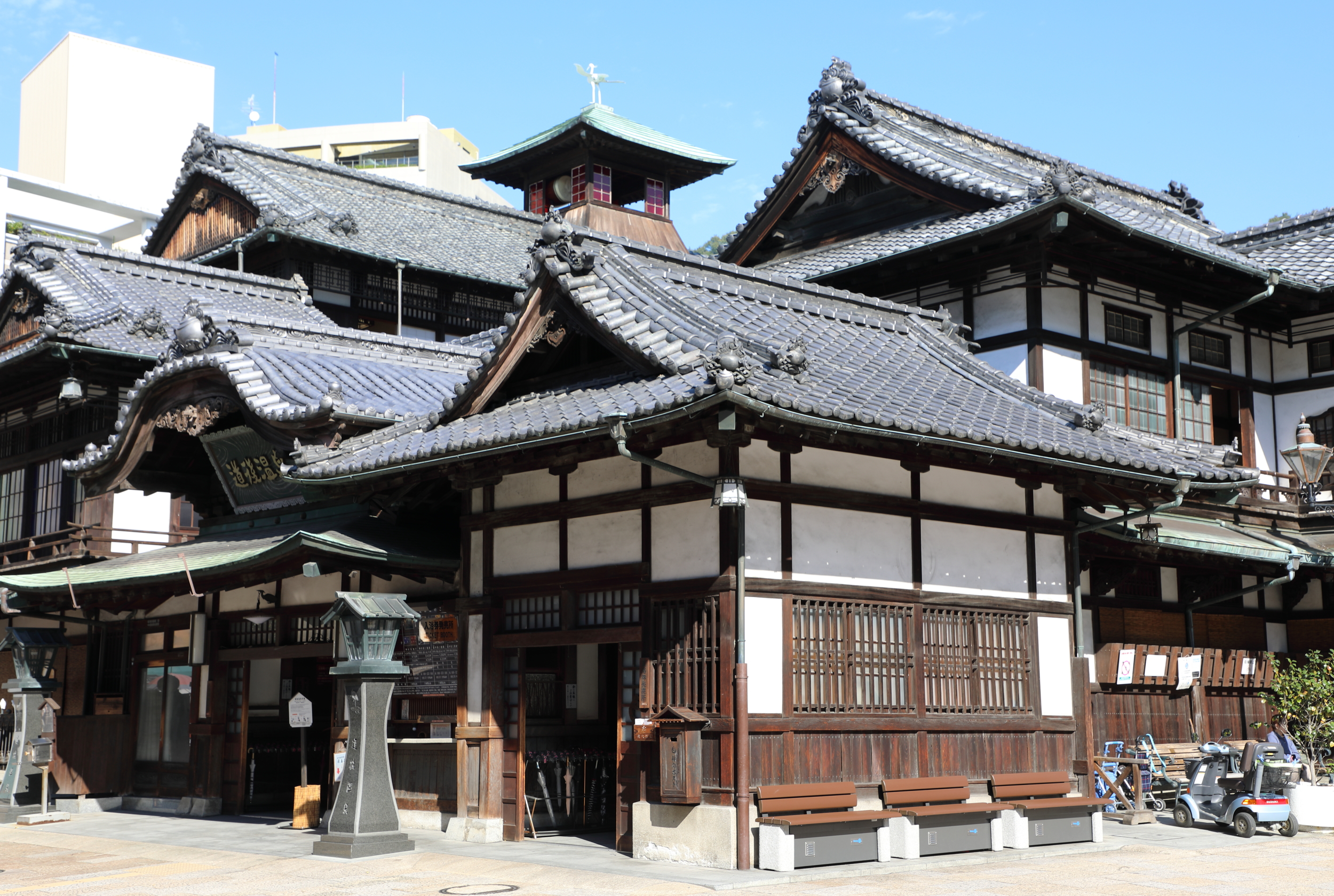 Dogo Onsen Honkan offers three increasingly exclusive classes of service as you go from the first to third floor where the Imperial Baths are located.